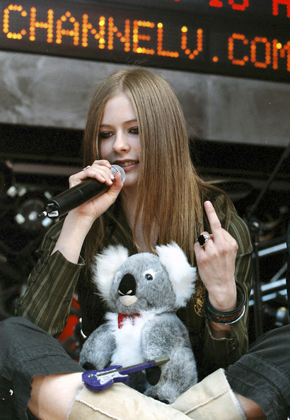 AVRIL LAVIGNE, ON TOUR IN AUSTRALIA, PERFORMS LIVE FOR CHANNEL V FOX STUDIOS IN SYDNEY, AUS.
