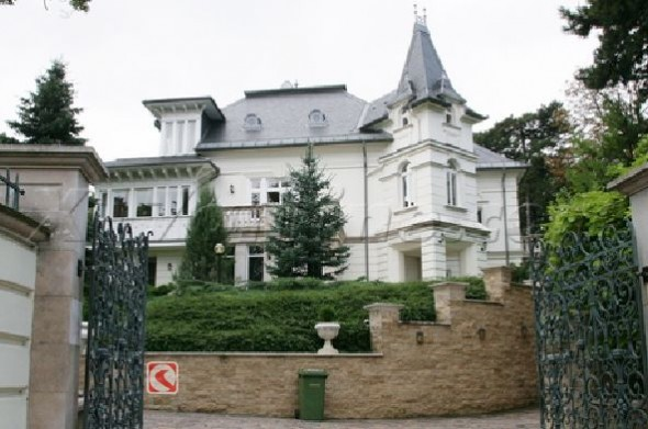 Angelina Jolie's New House In Hungary Home9