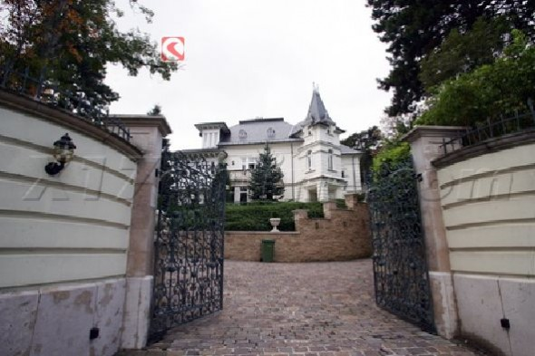 Angelina Jolie's New House In Hungary Home11