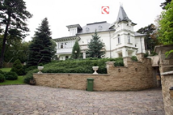 Angelina Jolie's New House In Hungary Home12
