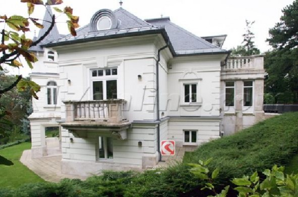 Angelina Jolie S New House In Hungary