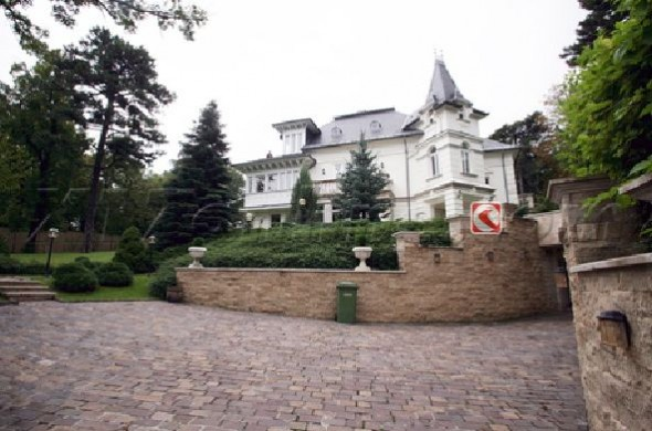 Angelina Jolie's New House In Hungary Home2