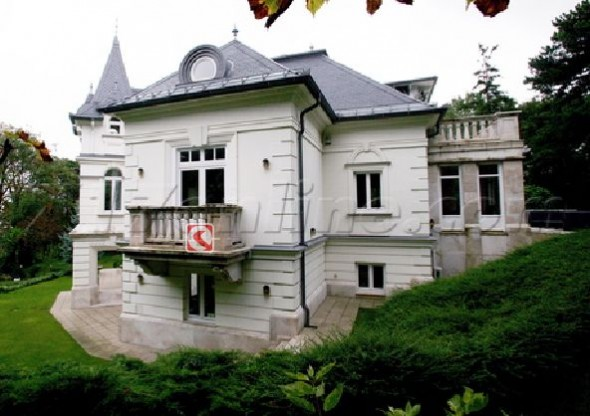 Angelina Jolie's New House In Hungary Home4
