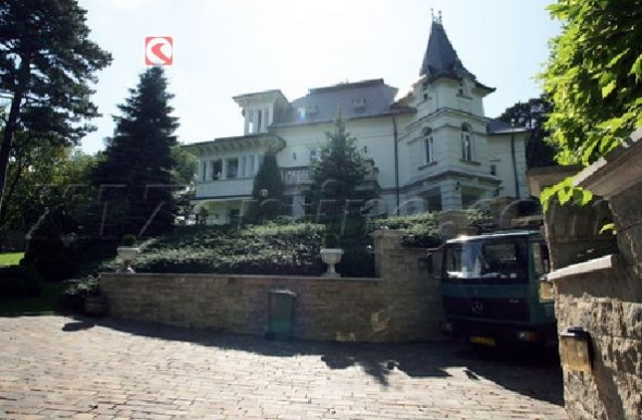 Angelina Jolie's New House In Hungary Home6