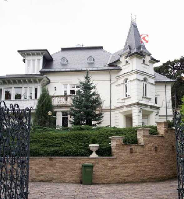 Angelina Jolie's New House In Hungary Home8