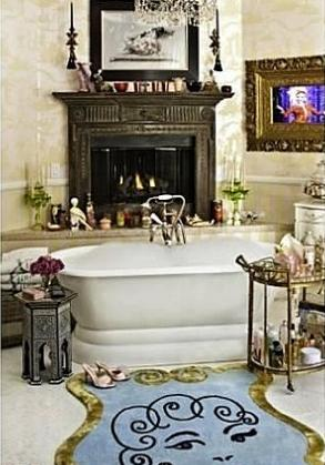 Christina Aguilera Beverly Hills Home in 513 Doheny Rd, Beverly Hills, CA 90210-Bathroom