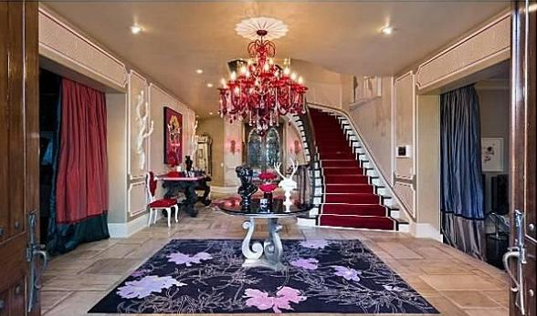 Christina Aguilera Beverly Hills Home in 513 Doheny Rd, Beverly Hills, CA 90210-Foyer