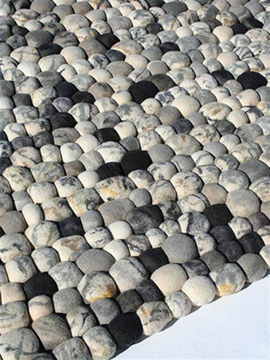 Complex Structure of Pebble Rug