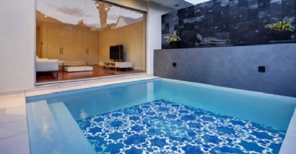 Fascinating Swimming Pool Design with Mosaic Glass Tiles by Glassdecor (5)