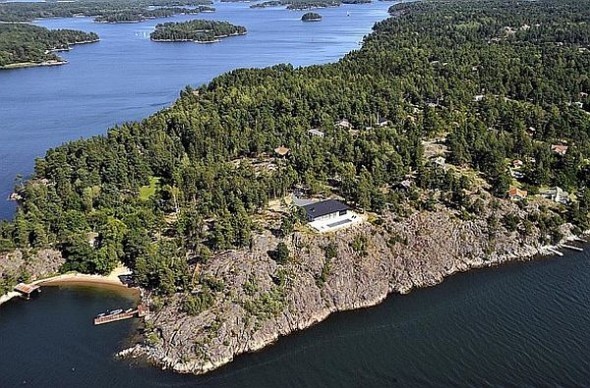 Lavish And Luxurious Swedish Villa Of Hollywood Actor James Bond exterior-location-besides-lake