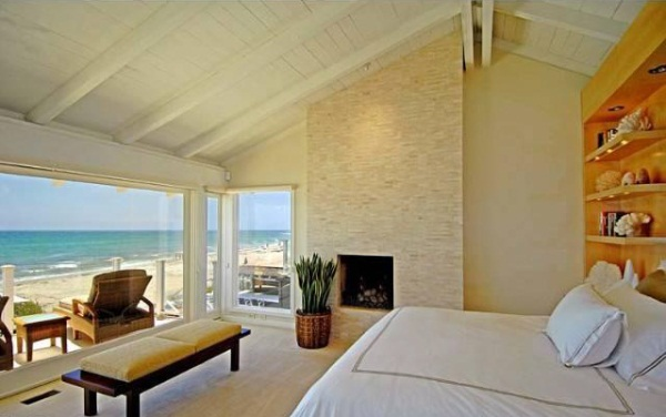 Lee Majors house in malibu-bedroom