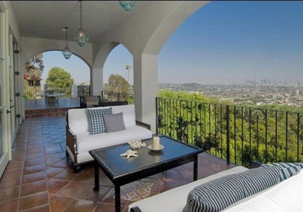 New home Megan Fox in Los Angeles-balcon