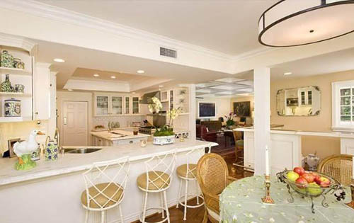 hillary duff house wet bar