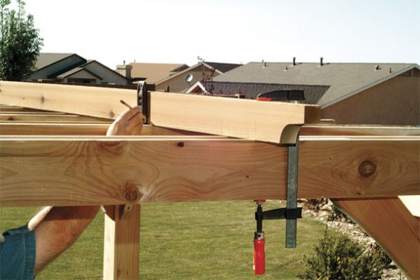 Clamp each slat in place and mark the crossbeam notch positions (11)-pergola design