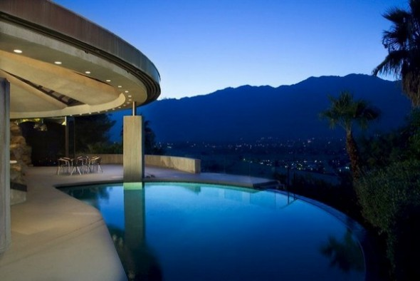 The Elrod House by John Lautner nice pool from The Bond's Movie