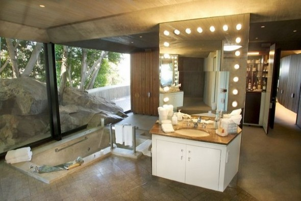 The Elrod House by John Lautner unique spa from The Bond's Movie