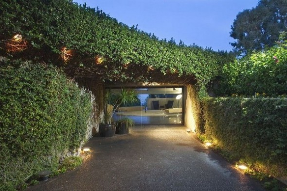 The Elrod House by John Lautner vertical garden in wall from The Bond's Movie