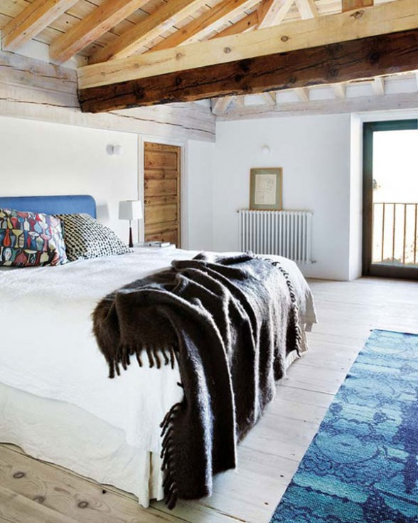 interior bedroom design is simple with the rural atmosphere and features a large comfortable bed
