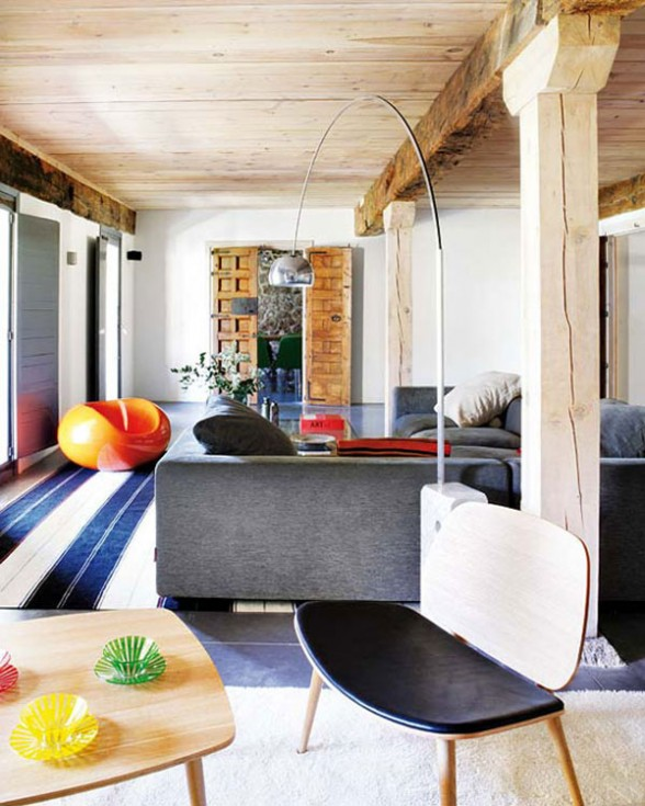 the use of streamlined furnishings mixed with rustic details creates the right balance between old and new; all the materials are eco-friendly