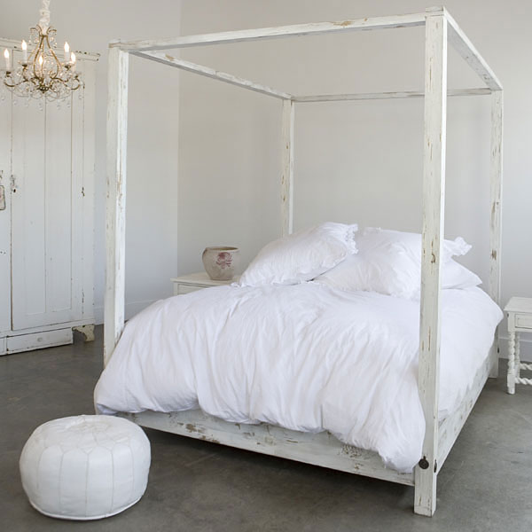 Bed Room by Asli Tunca