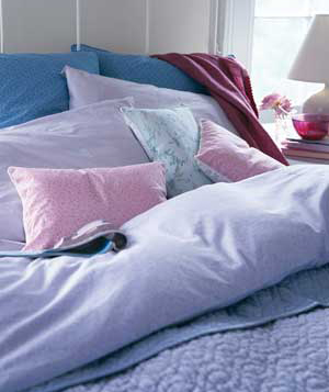 Make Your Bedroom Comfy bed pilows