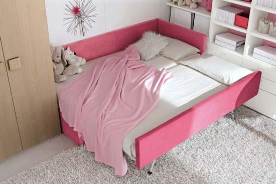 Feminine Pink cover Bedroom Design