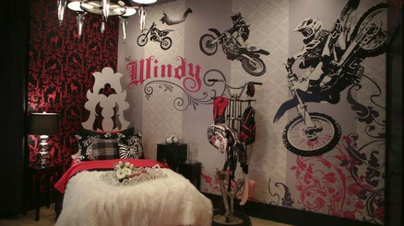 Motorcycle Theme Decorating for Woman Bedroom