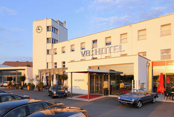 V8 Hotel with fully car theme