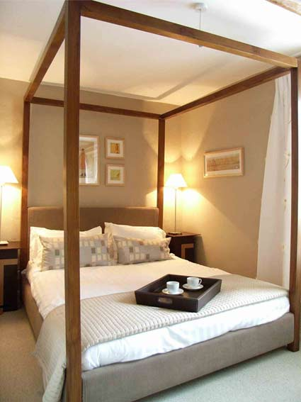 Wooden Classic Bedroom Interior Design by Ratchford