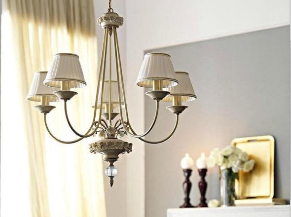 Cutely Elegant Five Cluster Lamp by leporcellane