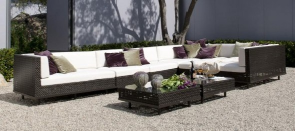 Pretty and Long Sectional in Synthetic Wicker