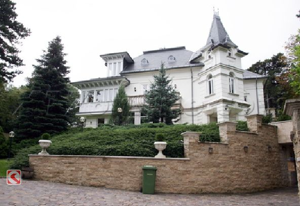 Angelina Jolie's New House In Hungary Home1